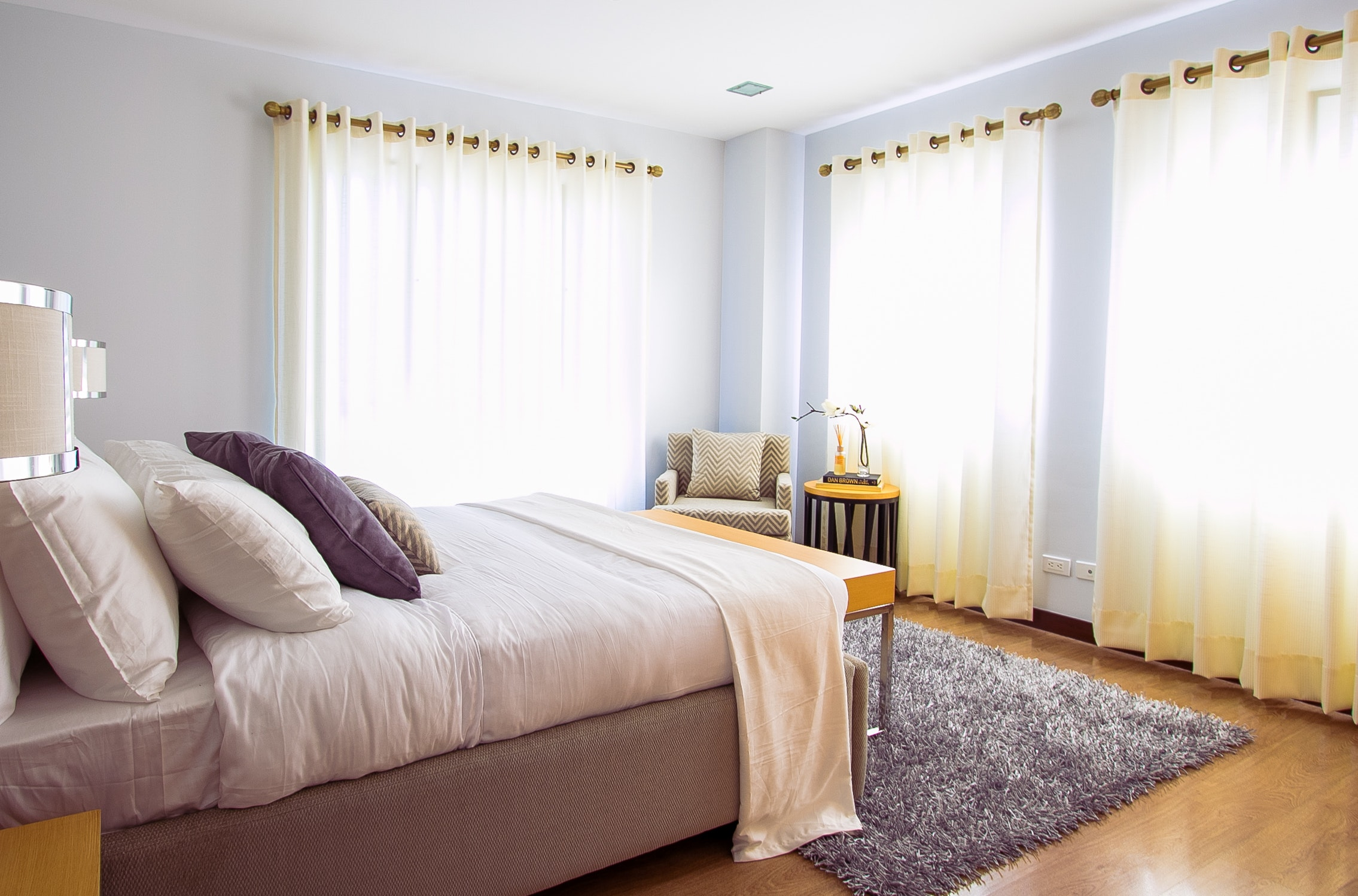 bed-bedroom-carpet-90317